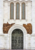 Entrance to the temple of Christ the Saviour Cathedral in Mosco — Stock Photo