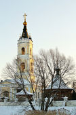 冬季景观与教会 — 图库照片