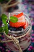 Yogourt and berries — Stock Photo