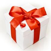 Bílá dárková krabice — Stock fotografie
