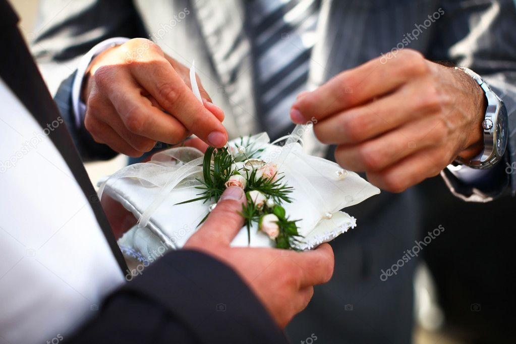 Groom and witness are finalizing preparation of golden rings before start of wedding ceremony. — Stock Photo #10415826
