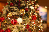 Christmas tree with beautiful ornaments — Stock fotografie
