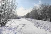 Zimní cesta v hlavním městě Lotyšska v vysokého sněhu — Stock fotografie