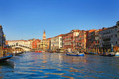 Beautiful view of Venice and Rialto Bridge — Stock Photo