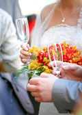 Beautiful wedding bouquet and champagne — Stock Photo