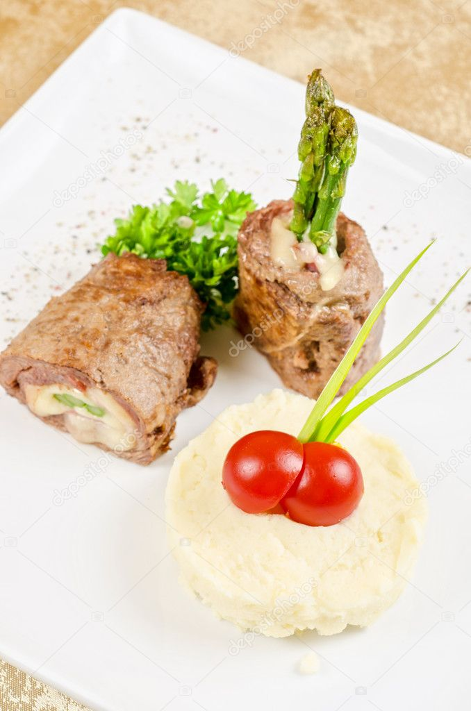 Grilled meat rolls from beef meat with mozzarella, ham, asparagus and mashed potatoes — Stock Photo #10222207