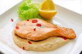 Grilled salmon steak — Stock Photo