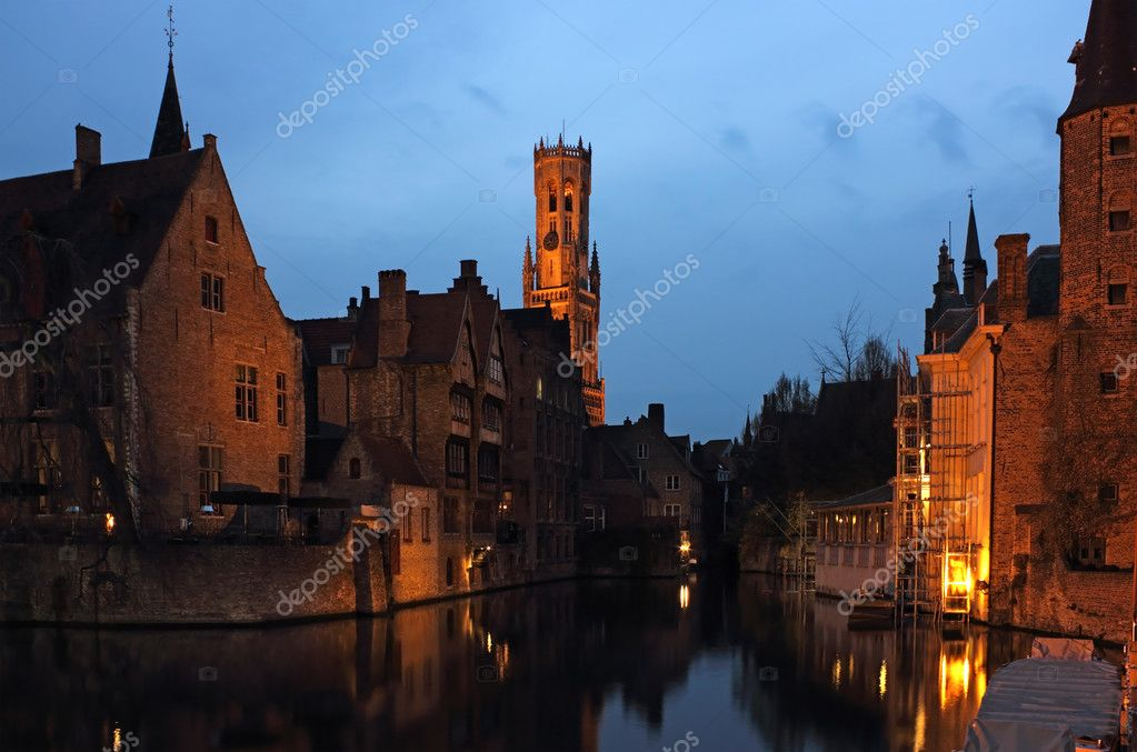 Late evening shot of Rozenhoedkaai in the old city Bruges in Belgium — Stock Photo #10112706