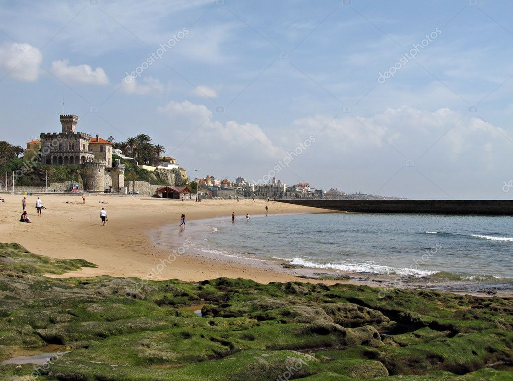 Famous beach in Estoril, Portugal in a sunny day in the beginning of the season. — Stock Photo #8527602