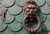 Vintage rusty door knocker in Pisa Italy — ストック写真