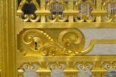 金色门的凡尔赛宫的详细信息。法国 — 图库照片