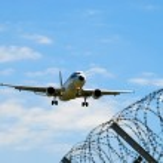 Landing airplane — Stock Photo