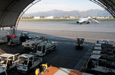 Airplane on runway and hangar — Stock Photo