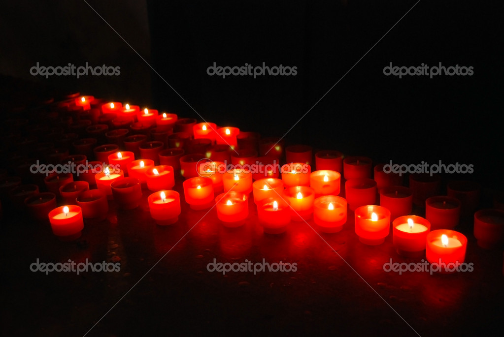 Candles in the italian church (close-up) — Zdjęcie stockowe #9939600