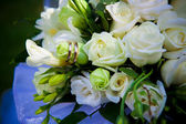 Wedding rings on wedding flowers. — Stock Photo