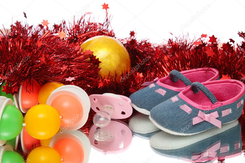 Children's bootees, baby's dummy, rattle. New year. — Foto Stock #10483417
