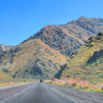 Road in desert mountain — Stock Photo