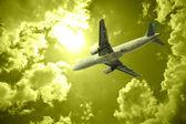 Avião e nuvem — Foto Stock