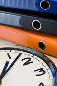 Orologio e leganti — Foto Stock
