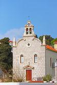 Kerkje in plaats van de kleine visserij op de Middellandse-Zeekust, tri — Stockfoto