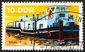 Posta pulu gdr 1981 römorkör, nehir tekne — Stok fotoğraf