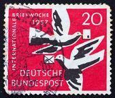 почтовая марка германии 1957 голубей — Стоковое фото