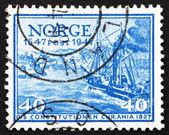 Postzegel noorwegen 1947 post schip grondwet — Stockfoto