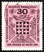 почтовая марка германии 1967 мира находится среди нас — Стоковое фото