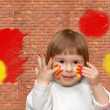 Brick wall. The soiled child — Stock Photo