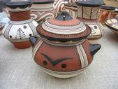 装飾的なパターンを持つ粘土陶器の花瓶 — ストック写真
