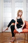 Beautiful young woman reading — Stock Photo