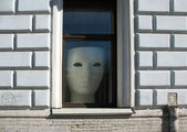 The huge mask in shop window — Stock Photo