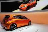 Nissan приглашение оранжевый — Стоковое фото