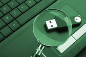 Magnifying glass focused on the flash drive — Stock Photo