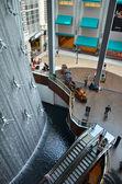 Wasserfall in dubai shopping-mall — Stockfoto
