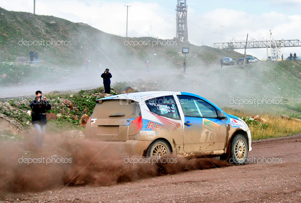 Igor Dautov's Citroen C2 (No. 19) competes at the annual Rally Southern Ural on August 8, 2008 in Bakal, Satka district, Chelyabinsk region, Russia. — Stock Photo #9166742