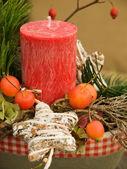 Naturalny układ świąteczne z świeca — Zdjęcie stockowe