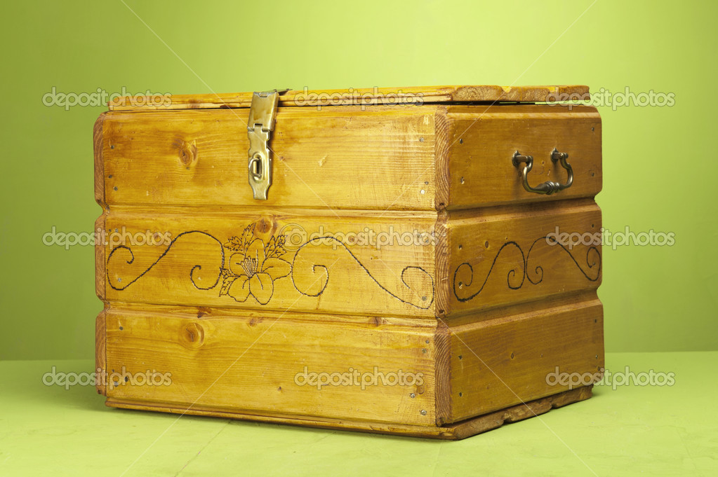 Vintage wooden chest in a studio set up  Stok fotoraf #8346631