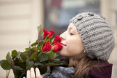 Woman with roses — Stockfoto