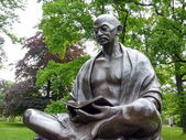 Statue of Mahatma Gandhi, Ariana park, Geneva, Switzerland — Stock Photo