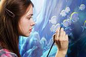 Joven pintor en el trabajo — Foto de Stock