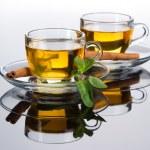 茶杯子与新鲜薄荷叶 — 图库照片