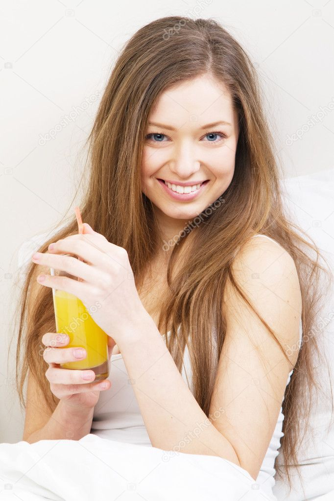 Beautiful woman drinking juice — Stock Photo #9637510