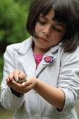 Kurbağa ve kız — Stok fotoğraf