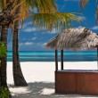Foto Stock: Beachbar on a tropical island