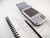 Pda smartphone z rysika na domowego budżetu — Zdjęcie stockowe