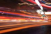 Tráficos urbanos noche ver — Foto de Stock