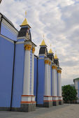Kiev landmark - St. Michael's Golden Domed Monastery — Stock Photo