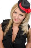 молодая красота, одетый с кармен стиль с красным цветком — Стоковое фото