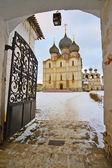 Eingang zum kloster — Stockfoto